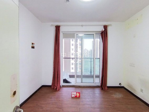 主卧朝南,小区中心位置,带露台,中式风格